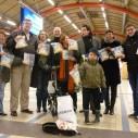Hopscheuten uitdelen op Utrecht CS in maart 2011
